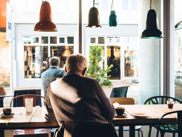 ▲▼投資任何事業、金融商品前,務必要自己先做功課,瞭解相關資訊,尤其是要多考量投資風險的存在可能性。(圖/取自免費圖庫/resplashed.com/Jeff Sheldon)