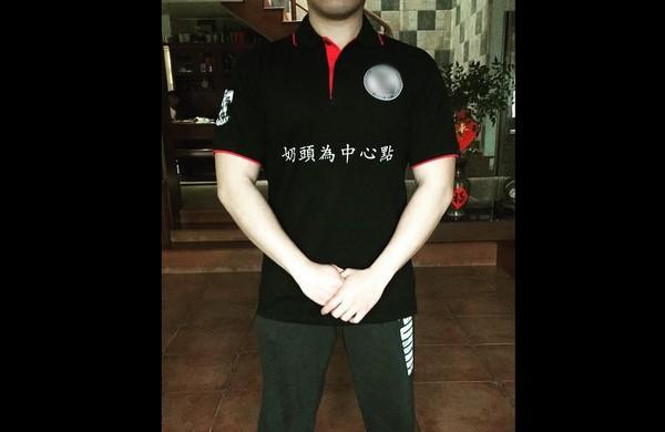 ▲▼天兵廠商訂做健身俱樂部制服,直接印上「奶頭為中心點」。(圖/翻攝爆料公社粉絲團)