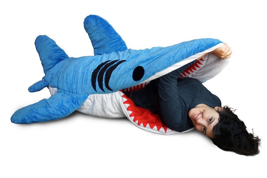 ▲鯊魚睡袋。(圖/翻攝自chumbuddy.com)