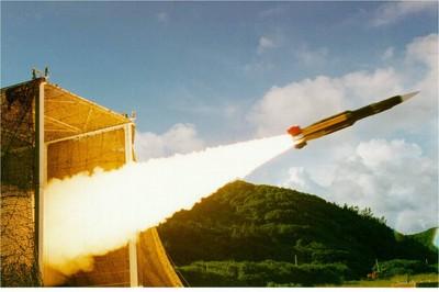 張誠/升級雲峰飛彈就能攻北京?