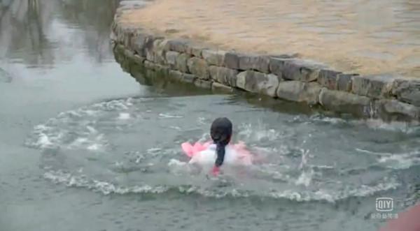 ▲▼金所炫在戲劇《Radio Romance》裡落水20次。(圖/翻攝自愛奇藝)