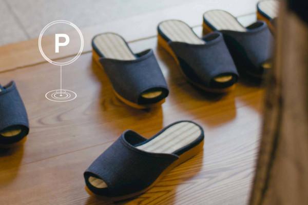 ▲拖鞋&桌椅加上「自動停車」功能?Nissan讓溫泉旅館像鬧鬼。(圖/翻攝自Nissan)