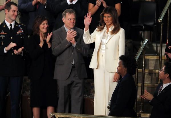 ▲▼ 第一夫人梅蘭妮亞(Melania Trump)出席川普首次國情咨文演說。(圖/路透)
