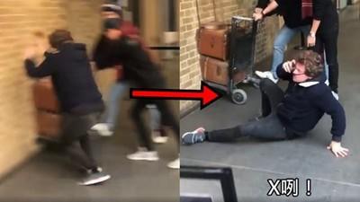 去去撞月台!英男蠢撞「霍格華茲大門」 觀光客全笑傻:果然是麻瓜