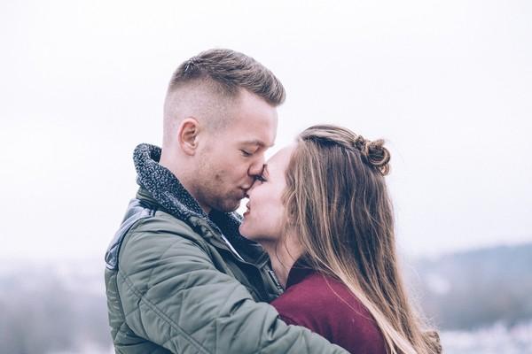 兩性,情侶,男女朋友,擁抱,親吻。(圖/pixabay)