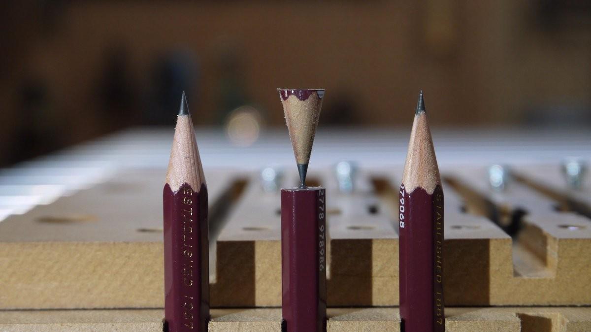 ▲▼又在浪費才能!0.5mm鉛筆芯神雕刻 為什麼要刻成GG跟歐派啦(圖/翻攝自推特)