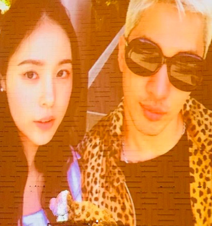 ▲▼▲▼ 你認得出來?BIGBANG媽媽全到齊 T.O.P像到美人媽濃眉(圖/翻攝自IG)