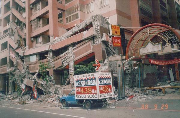 △921大地震塌陷的臺中市南區「德昌新世界」
