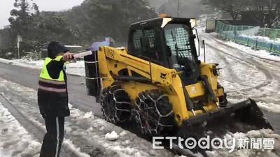 陽明山賞雪注意交管 警籲要掛雪鏈