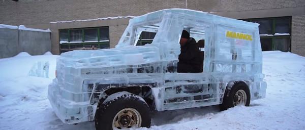 壽命最短的冬季限定版 俄羅斯硬漢全冰塊打造賓士G-Class(圖/翻攝自Youtube)