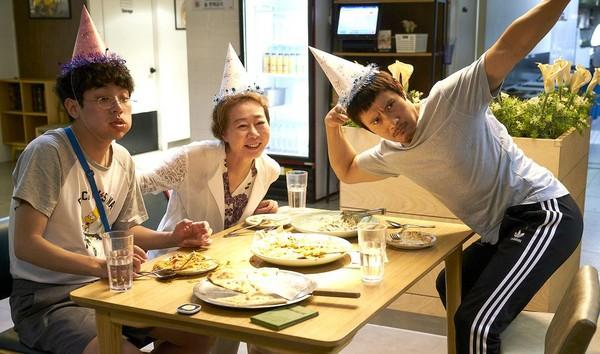 ▲《那才是我的世界》尹汝貞、李秉憲、朴正民飾演重逢的一家人。(圖/車庫娛樂提供)
