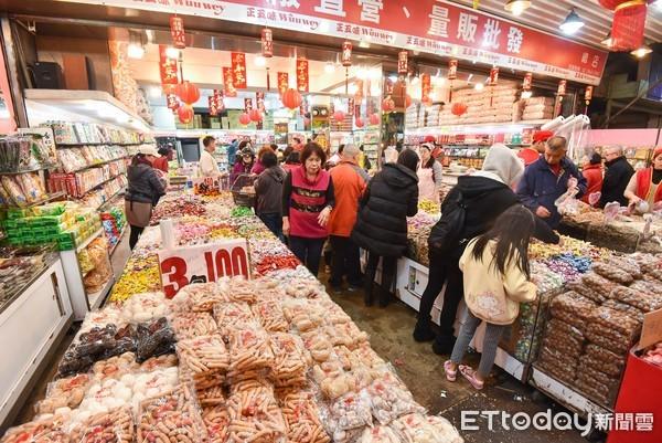 過年,年節採買,零食,年節氣氛,年貨,春節,農曆新年。(圖/記者李毓康攝)