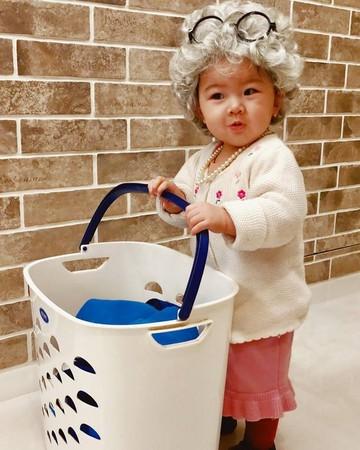 ▲▼ 賀軍翔女兒1歲了! 美寶「滿頭白髮」提洗衣籃慶生 。(圖/翻攝自賀軍翔臉書)