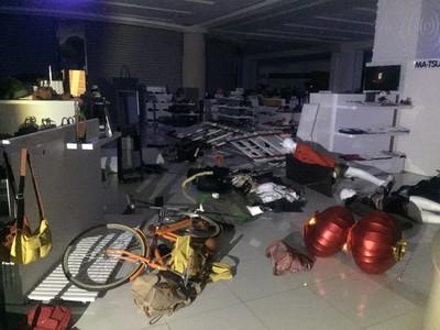 花蓮遠百因地震暫停營業 貨架倒一片狼藉受損待估計