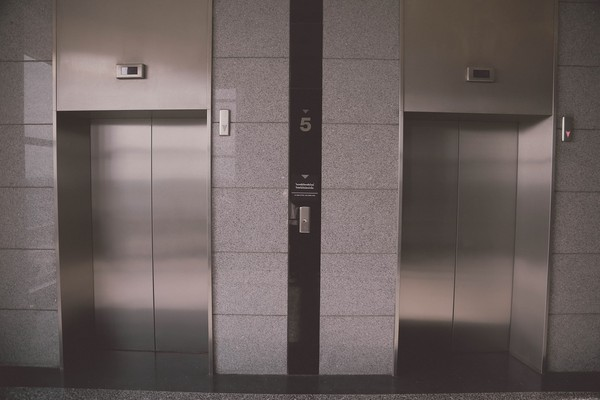 ▲電梯,剪力牆。(圖/翻攝自pixabay)