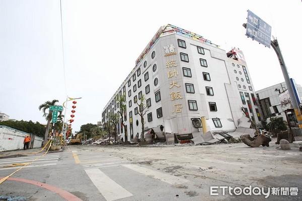 ▲▼位於花蓮市中心的統帥大飯店進行拆除。在206地震中,原高11層樓的統帥飯店1到3樓塌陷被埋。(圖/記者季相儒攝)