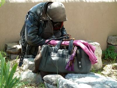 乞丐包一開...竟有「上億現金」