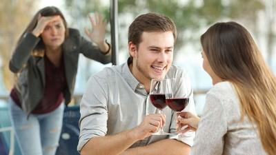 妄想還能當朋友!剛分手難捨離 對前男友做過的4件傻事