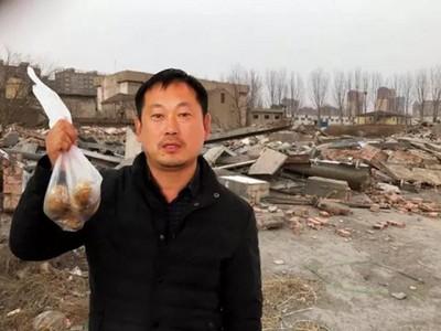出門買馬鈴薯 回家房子全被拆 他廢墟前大嘆:這個年怎麼過