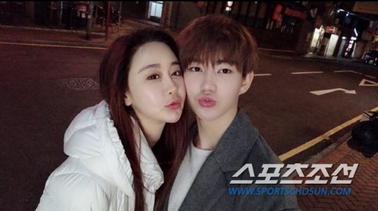 ▲南韓女星41歲咸素媛與小鮮肉老公陳華。(圖/翻攝自朝鮮日報、陸網)