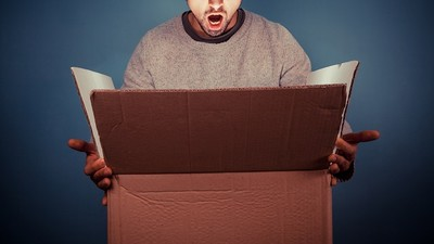 小偷抄走昆蟲學家網購包裹,一開發現..「呃,500隻活跳跳小強」