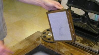 用生命傳承知識!古代造紙工1點開工泡冷水 沒一個活過30歲