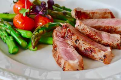 只吃肉、蔬菜!糖尿病患採生酮飲食減重 險誘發腎結石