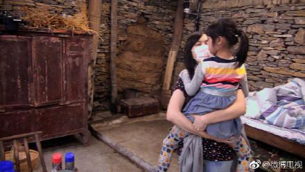 ▲林麗瑩上《爸爸去哪兒5》全程戴口罩。(圖/翻攝自微博)