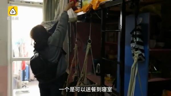 ▲▼南京大學學生推「送餐上床」服務。(圖/翻攝自梨視頻)