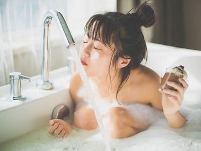 女生泡澡一定要綁頭髮? 宅男不解:髮尾浸水到底多難受