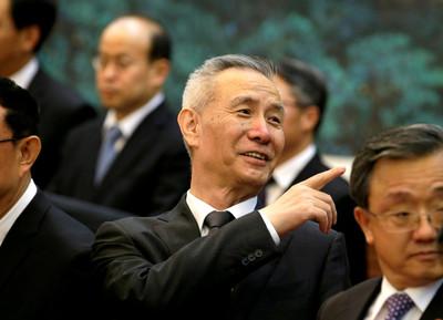 劉鶴與梅努欽、萊特海澤通話