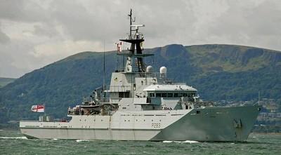 英巡邏艦伴航俄軍艦穿越英吉利海峽