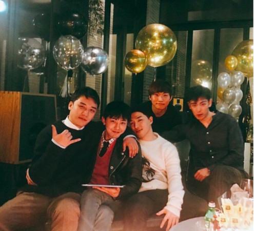 ▲▼▲▼ GD入伍倒數!BIGBANG「5人合體歡送」 粉絲看照片哭了(圖/翻攝自아이돌 이슈臉書)