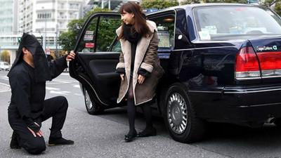 小黃司機比老媽還「雜唸」? 黑衣人計程車保證全程惦惦