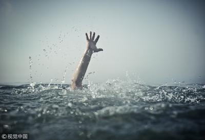 4救生員輪救溺水男 回天乏術