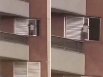 對面的小孩不怕死 爬9樓高陽台「從外面開窗戶」