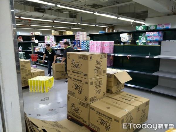 ▲▼衛生紙,搶購衛生紙,大賣場搶購。(圖/記者譚志東攝)
