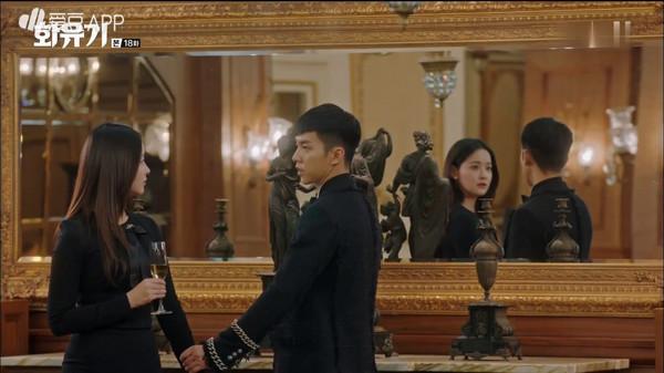 ▲《花遊記》第18集,唐三藏和孫悟空(李昇基飾演)滾床單。(圖/翻攝自tvN)
