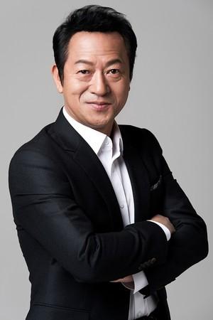 ▲南韓58歲資深演員崔日和坦承性騷擾罪行。(圖/翻攝自韓網)