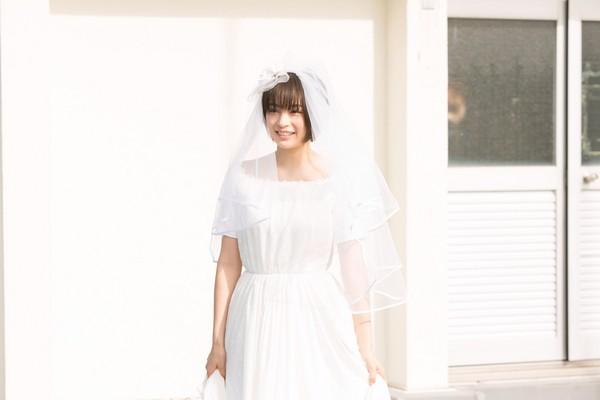 ▲廣瀨鈴片中穿婚紗的模樣。(圖/翻攝自dailymore網站)