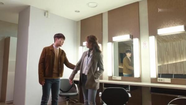 ▲《廣播羅曼史》第十集,池秀浩(尹斗俊飾演)對宋可琳(金所炫飾演)說「我們交往吧」。(圖/翻攝自tvN)