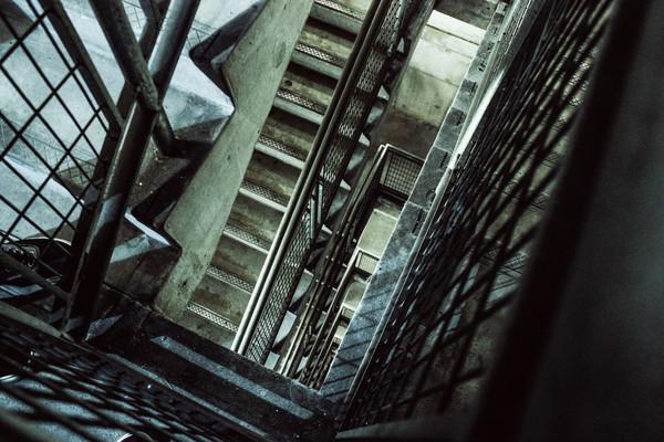樓梯,凶宅,驚悚,鬼屋,公寓,大樓(圖/取自免費圖庫pexels)