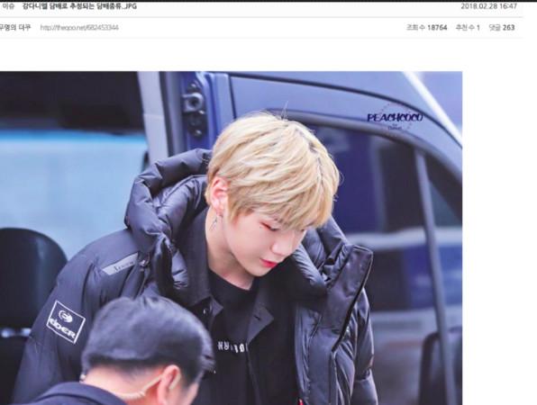 ▲▼ Wanna One姜丹尼爾被論壇貼出外套疑似有菸盒的照片。(圖/翻攝自韓論壇)