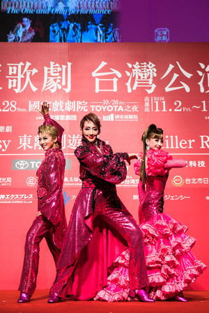 ▲寶塚歌劇團星組首席明星紅悠智露、首席娘役綺咲愛里、明星禮真琴。(圖/寬宏藝術提供)