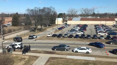 美校園槍擊案 學生槍殺父母換裝逃逸