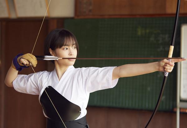 ▲《先生!我可以喜歡你嗎》廣瀨鈴挑戰弓道。(圖/威視提供)