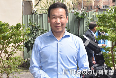 鍾小平宣布退黨先打給蔡令怡:謝謝老闆娘