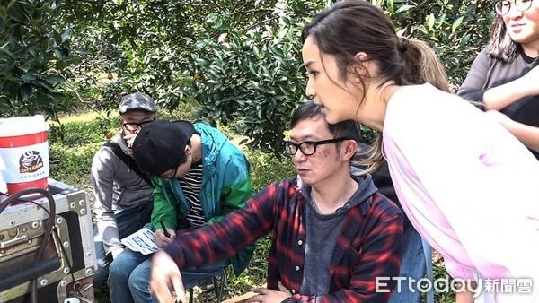 侯佩岑变身农妇 拍摄挺立强化锭广告(图/记者谢婷婷摄)