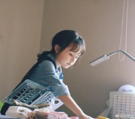 ▲▼9歲小羋月剪「空氣瀏海」飄仙氣(圖/翻攝自劉楚恬微博)