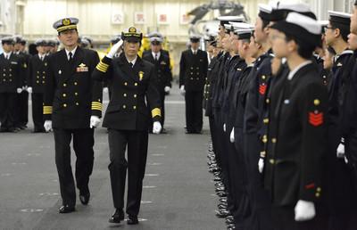 日本海上自衛隊決定任命潛艇女船員